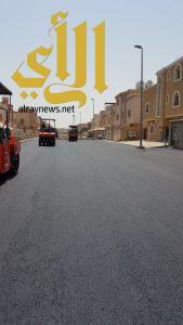 بلدية محافظة الجبيل تجري صيانة بشوارع الأحياء وتسوية الاراضي
