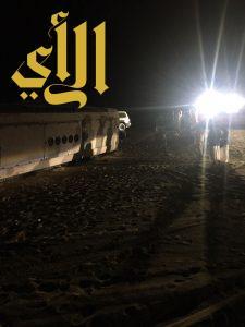 أربع إصابات لإنقلاب باص على طريق مكة الرياض
