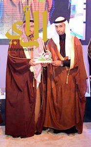 أمير القصيم يكرم عبدالعزيز السليم