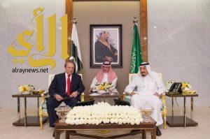 خادم الحرمين الشريفين  يعقد جلسة مباحثات مع رئيس وزراء باكستان